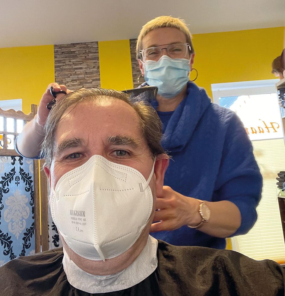 Raimund Franken beim Friseur