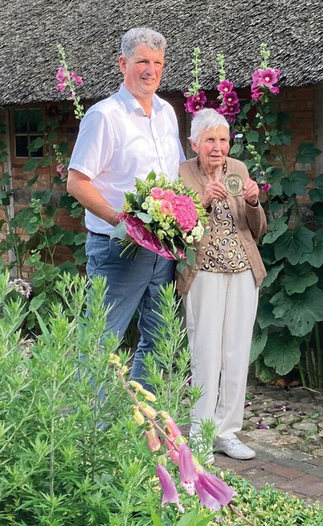 Elly Winckelmann mit dem Ehrentaler ausgezeichnet